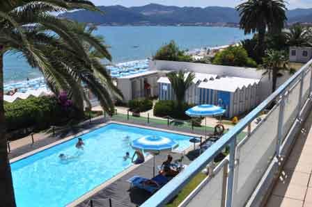 Hotel miramare a savona sul mare con piscina spiaggia ristorante liguria - Hotel sul mare con piscina ...